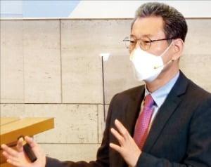 김용진 서강대 교수가 주제발표를 하고 있다.