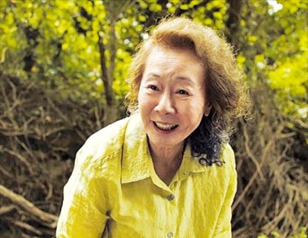 한국 배우 최초로 오스카 여우조연상 후보에 지명된 윤여정.