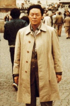 1980년 스프 설비 조사를 위해 유럽을 방문한 신 회장.  농심 제공