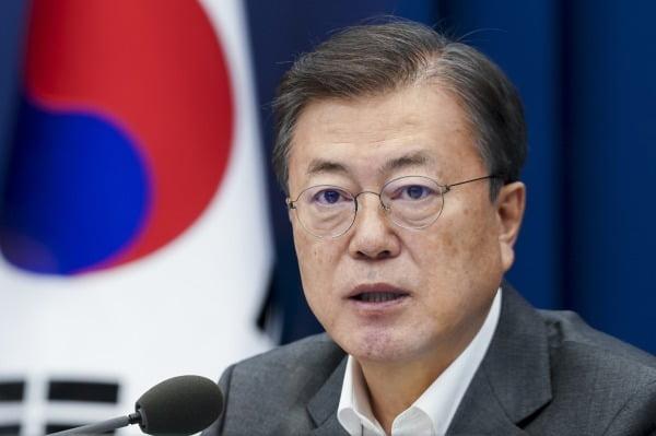 문재인 대통령이 22일 오후 청와대 여민관에서 열린 수석·보좌관회의에서 머리발언을 하고 있다. 청와대 사진기자단.