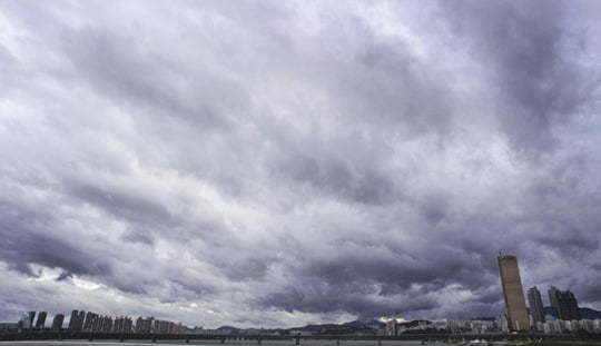 일요일인 7일 전국이 대체로 구름 많고 흐리겠다./ 사진=한경DB