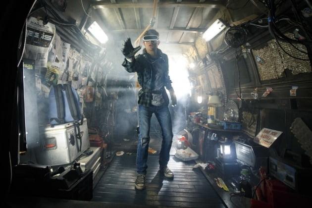 스티븐 스필버그 감독이 연출한 영화 '레디 플레이어 원'은 2045년 가상현실에서 모든 것이 이뤄지는 미래를 그렸다./영화 스틸컷