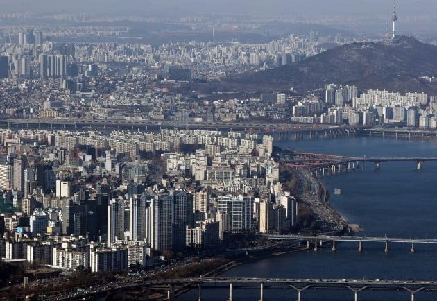 한강에서 바라본 서울 시내 아파트 단지 /연합뉴스