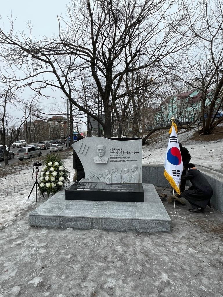 러 극동에 세워진 임정 초대 총리 기념비서 첫 삼일절 행사
