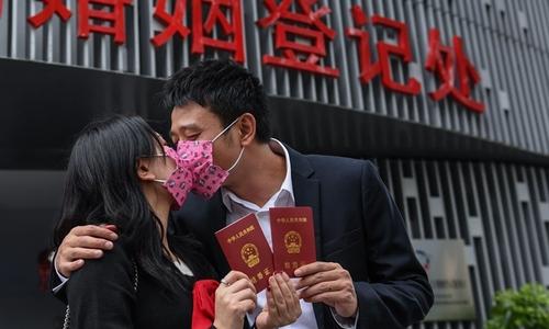 '영어교육 줄이고 결혼하려면 훈련해야'…中양회 이색제안(종합)