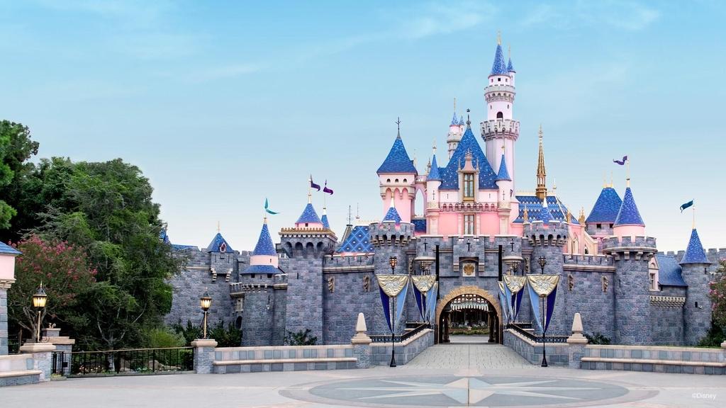 디즈니랜드 등 미 캘리포니아 놀이공원 1년 만에 문 연다