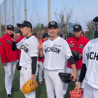 SSG, 임시 유니폼 공개…'인천군 유니폼'으로 시범경기까지 소화