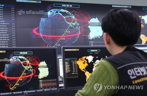 """국정원 """"'금융기관 사칭' 스마트폰 4만 대 해킹 포착""""(종합)"""