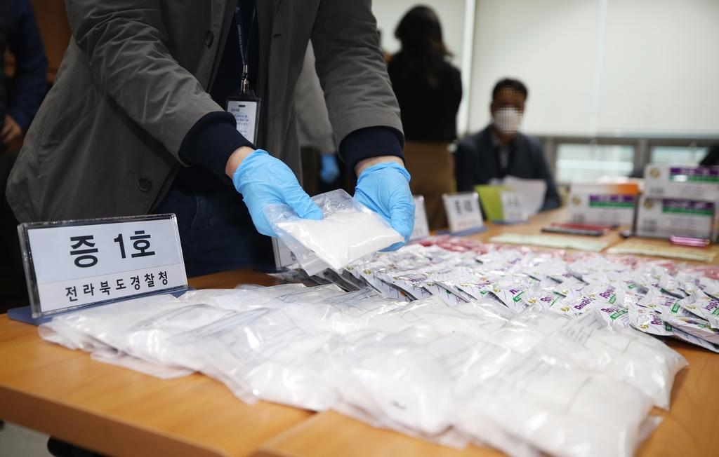 비타민으로 위장해 필로폰 150억원어치 들여온 태국인 7명 구속(종합)
