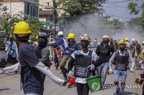 미얀마 군부 시민불복종 운동 탄압 본격화…양곤서 대규모 체포(종합)
