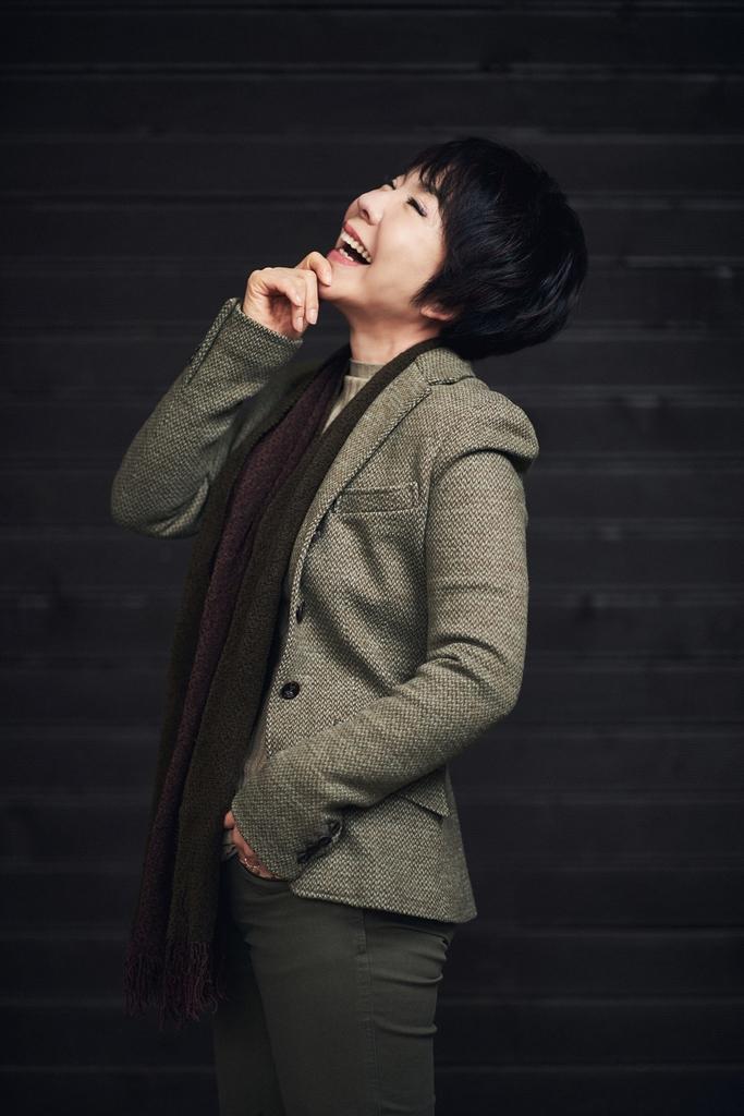 가수 최진희, 생각을보여주는엔터와 전속계약