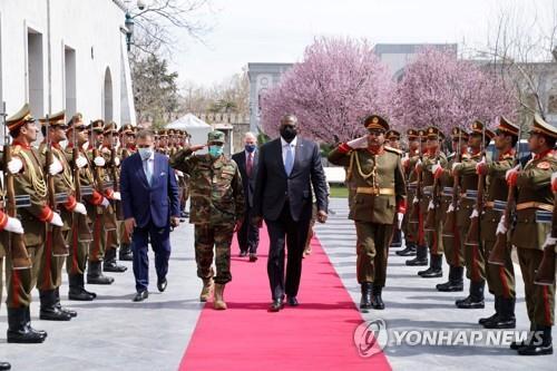미 국방장관, 취임후 첫 아프간 방문…공개일정 없던 깜짝행보(종합)