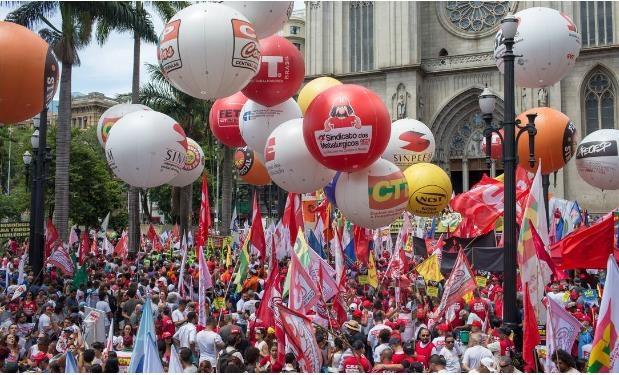 코로나 장기화에 지친 브라질 노동계 단체행동 움직임