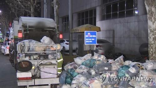 """김포시 청소업체 3곳 노동자 파업 돌입…시 """"강력대응 방침""""(종합)"""
