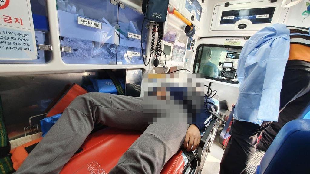 LG 주총장 인근서 청소노동자-경비인력 충돌…2명 다쳐