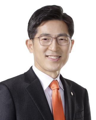 """의협 회장에 이필수 전남의사회장…""""전문가로 존중받도록 노력""""(종합)"""