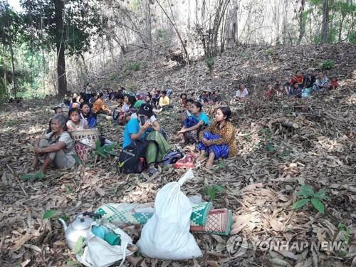 """미얀마 시민단체, 소수민족 무장단체에 SOS…""""국민 보호해달라"""""""