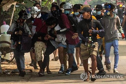 '학살·공습' 미얀마 내전 위기…태국·인도는 난민 거부 논란(종합)