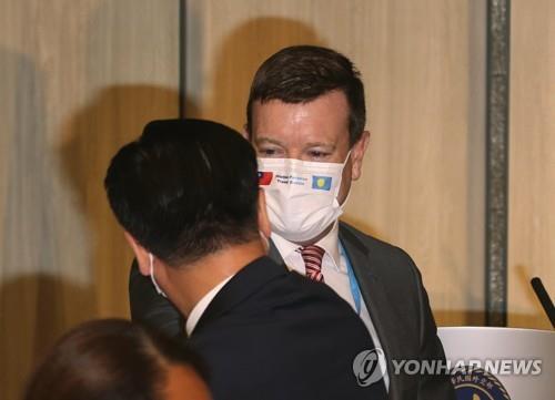 """중국, 美대사 대만 방문에 """"한계선 넘지 말라""""(종합)"""