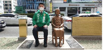 배준현 민생당 후보 부산 소녀상 찾아 일본 책임 촉구