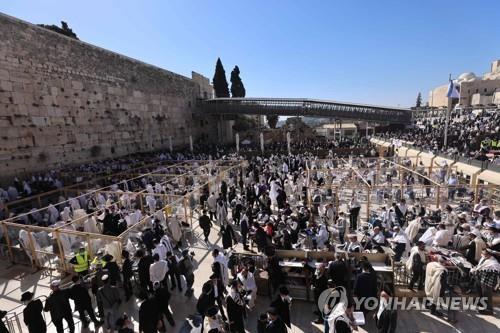 인구 50% 2차 접종 이스라엘, 평일에도 신규확진 300명대