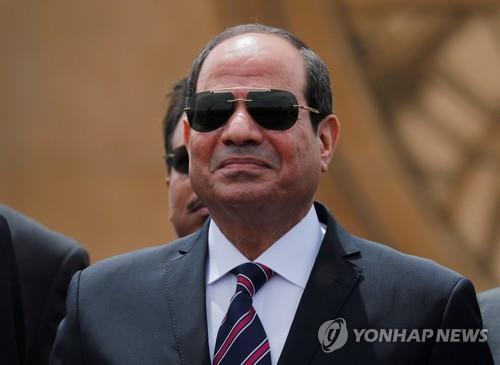 """이집트 대통령 """"수에즈운하 마비 없도록 필요 장비 갖출 것"""""""