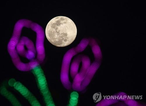 '슈퍼 보름달' 수에즈 선박 부양 1등 공신…어떻게?