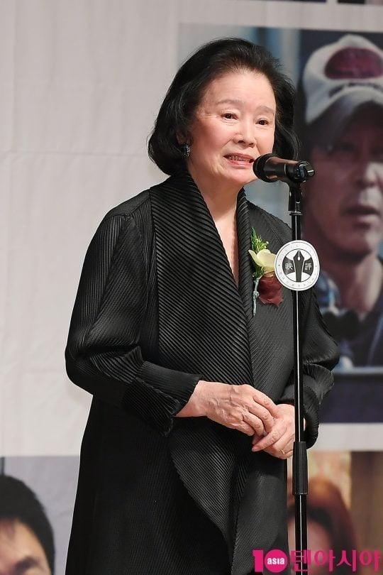 2018년 영평상에서 수상 소감을 말하고 있는 윤정희 /사진=텐아시아DB