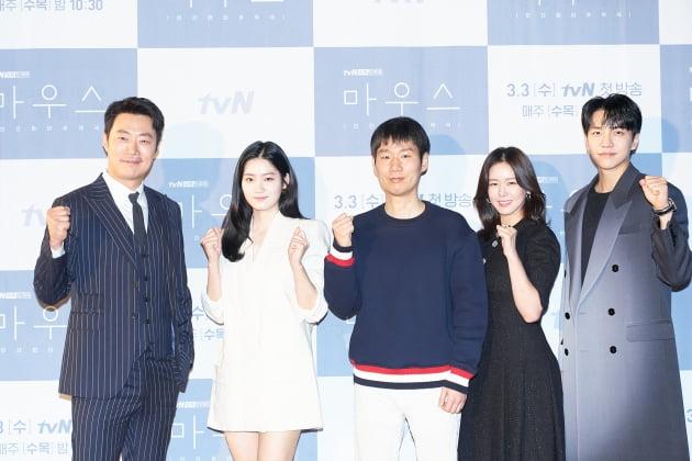 배우 이희준(왼쪽부터), 박주현과 최준배 감독, 배우 경수진, 이승기가 3일 오전 온라인 생중계된 tvN 새 수목드라마 '마우스' 제작발표회에 참석했다. /사진제공=tvN