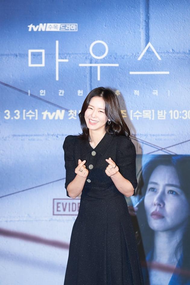경수진은 '마우스'에서 이른 나이에 각종 언론인상 및 특종상을 휩쓴 시사교양 PD 최홍주로 나온다. /사진제공=tvN