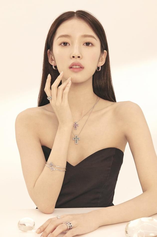 그룹 오마이걸 아린의 주얼리 화보 / 사진제공-다미아니