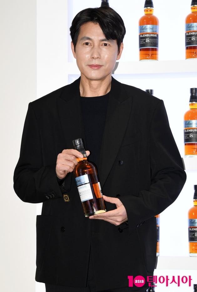 [TEN 포토] 정우성 '한잔 어때요?'