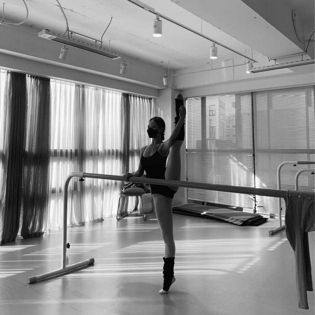 고민시, 발레복 사이로 드러난 척추뼈…얼마나 연습했길래