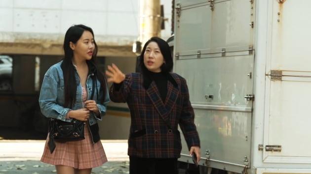 김영희 감독 데뷔작 '기생춘' 포스터·예고편 공개