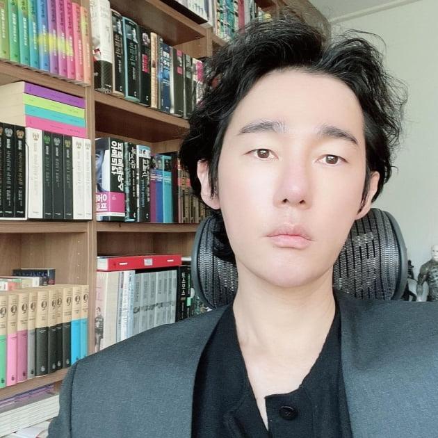 작가 허지웅/ 사진=인스타그램