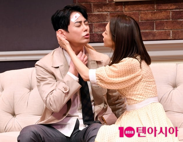 [TEN 포토] 테이-신소율 '연극 환상적인 부부호흡'(스페셜 라이어)