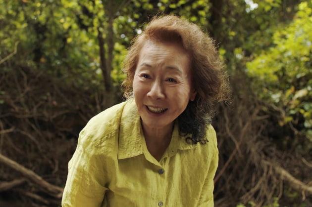 영화 '미나리'에서 순자 역을 연기한 윤여정 /사진=판씨네마
