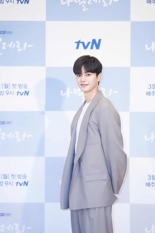배우 송강이 16일 오후 온라인 생중계된 tvN 새 월화드라마 '나빌레라' 제작발표회에 참석했다. /사진제공=tvN