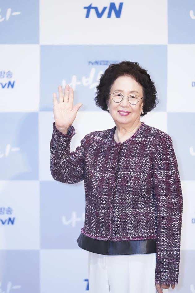 '나빌레라'에서 나문희는 자식 인생이 내 인생, 다 큰 자식들을 살뜰하게 챙기는 덕출의 아내 해남으로 분한다. /사진제공=tvN