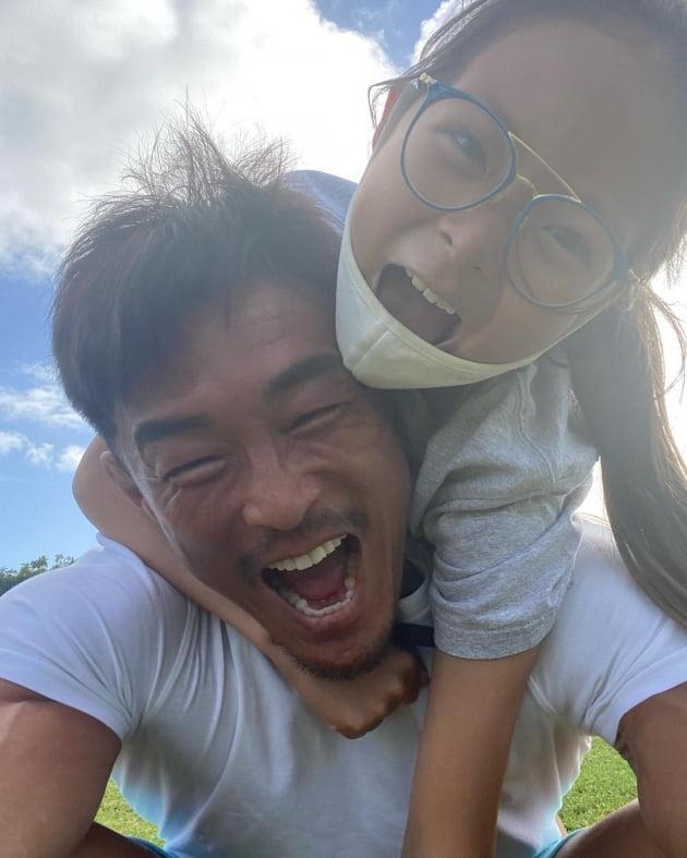 추성훈(왼쪽)과 딸 추사랑/ 사진=인스타그램