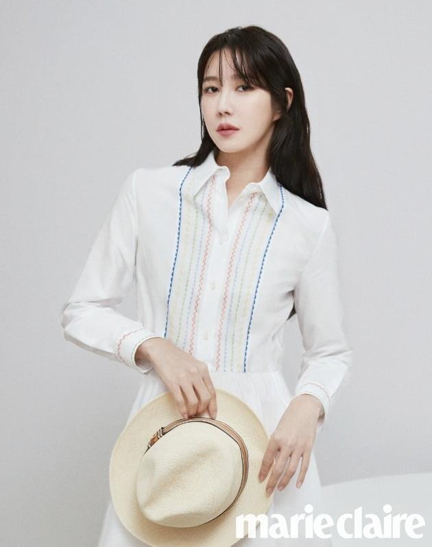 배우 이지아./사진제공=마리끌레르