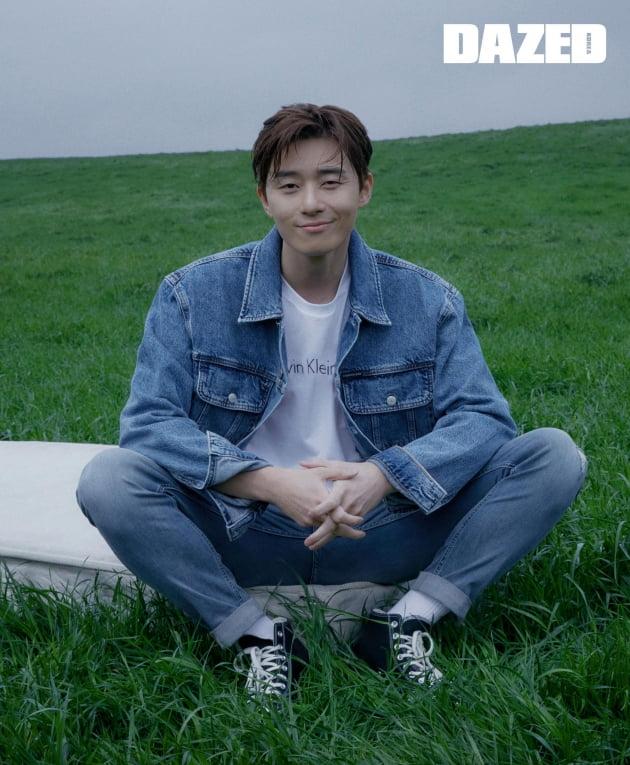 배우 박서준의 화보. /사진제공=데이즈드