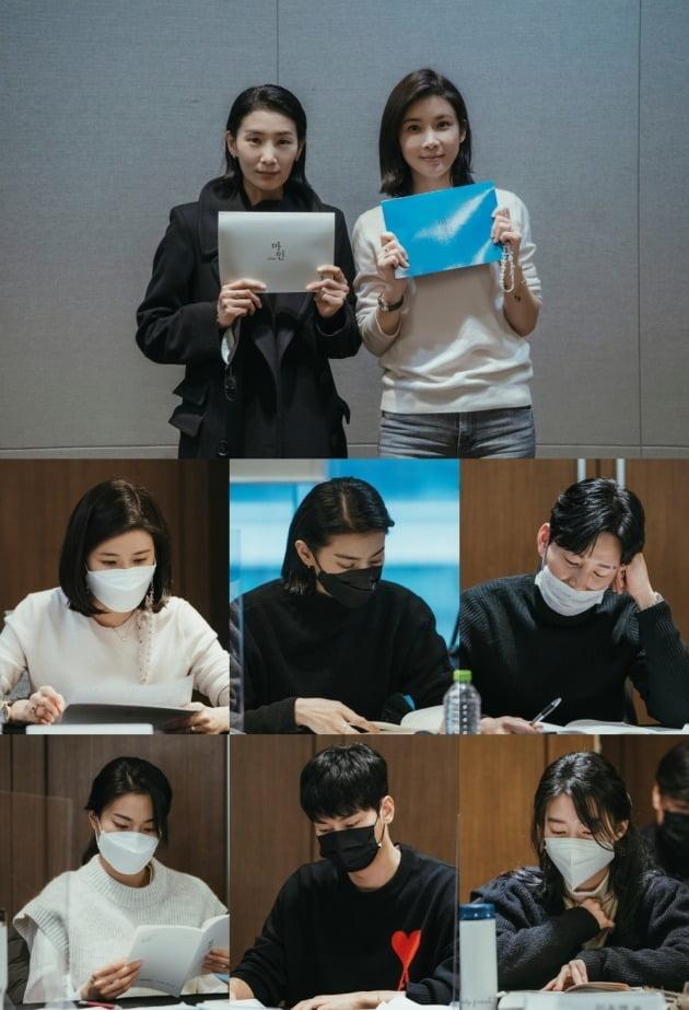 '마인'의 대본리딩 현장. / 사진제공=tvN