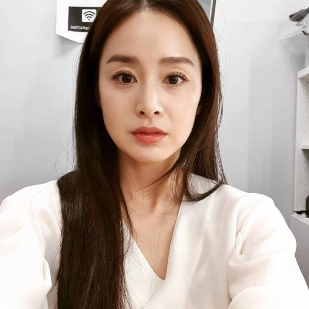 """'비♥' 김태희, """"만족합니다"""" 각도 불문 '최고 미인'"""