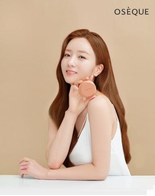 에이핑크 보미, 오제끄 오색황토 시그니처바 모델 발탁