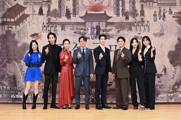 /사진=SBS 월화드라마 '조선구마사' 단체 사진