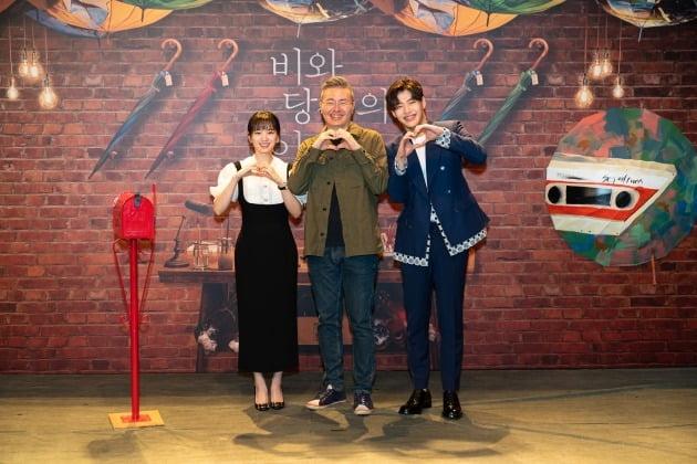 배우 천우희(왼쪽부터), 조진모 감독, 배우 강하늘이 31일 열린 영화 '비와 당신의 이야기' 온라인 제작보고회에 참석했다. / 사진제공=키다리이엔티, 소니 픽쳐스
