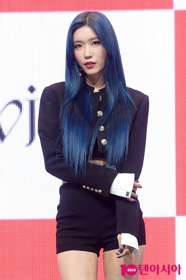 [TEN 포토] 우주소녀 다원 '파랑 머리도 완벽 소화'