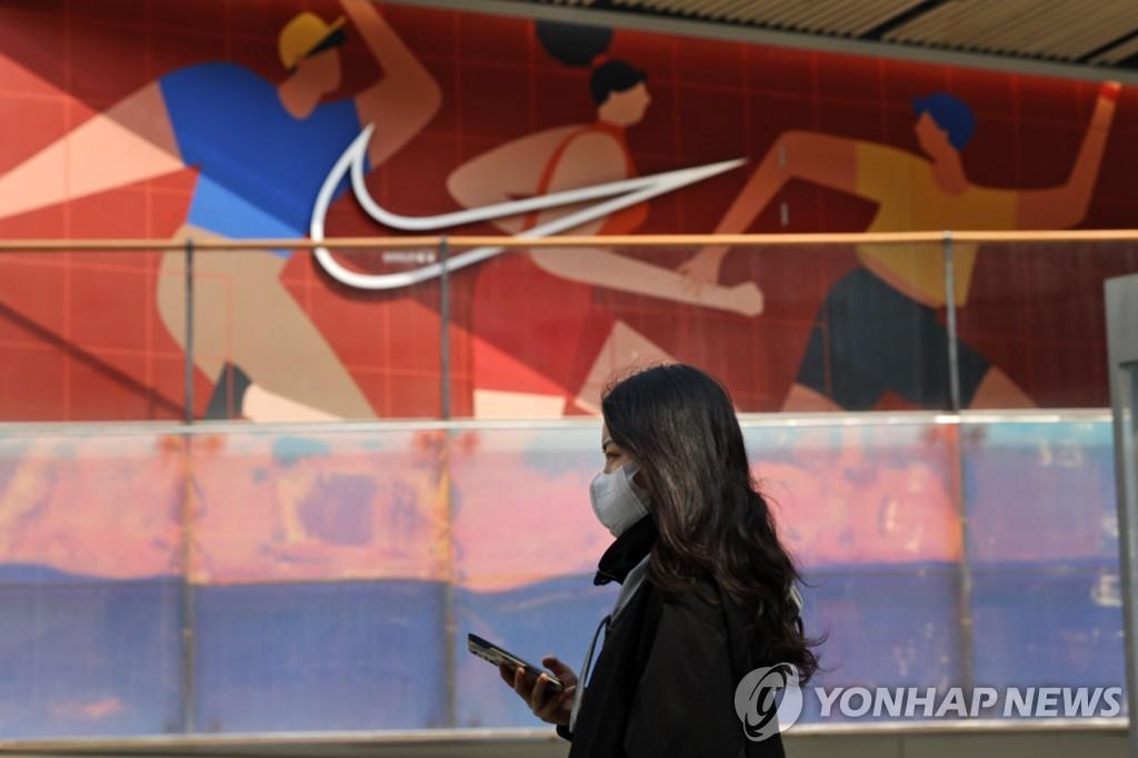 중국서 H&M·나이키 등 불매 확산…서방 제재에 분노 폭발