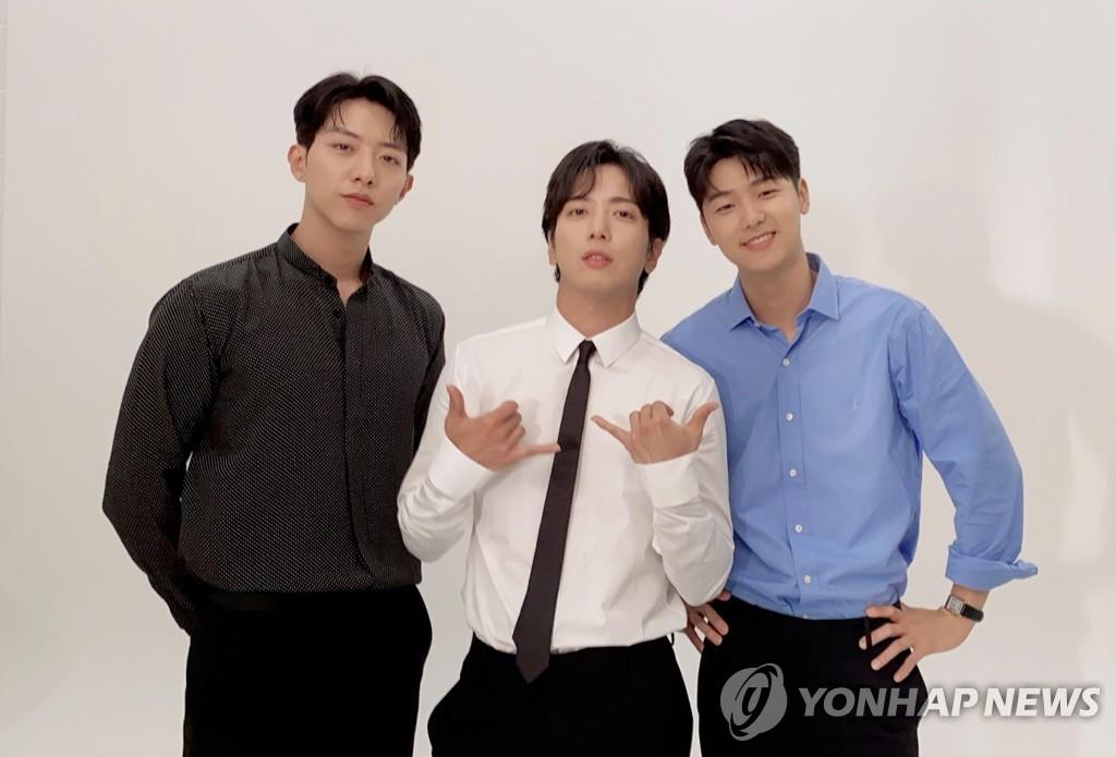 FNC 소속 가수들, 빅히트 팬플랫폼 '위버스' 합류